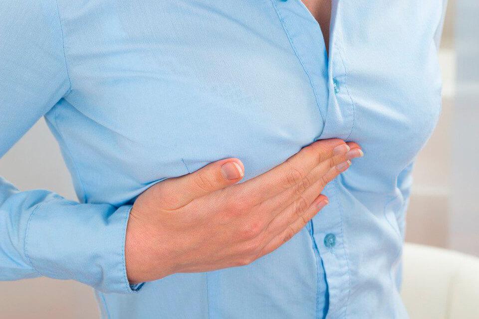 Ноющая боль под грудью - причины и лечение