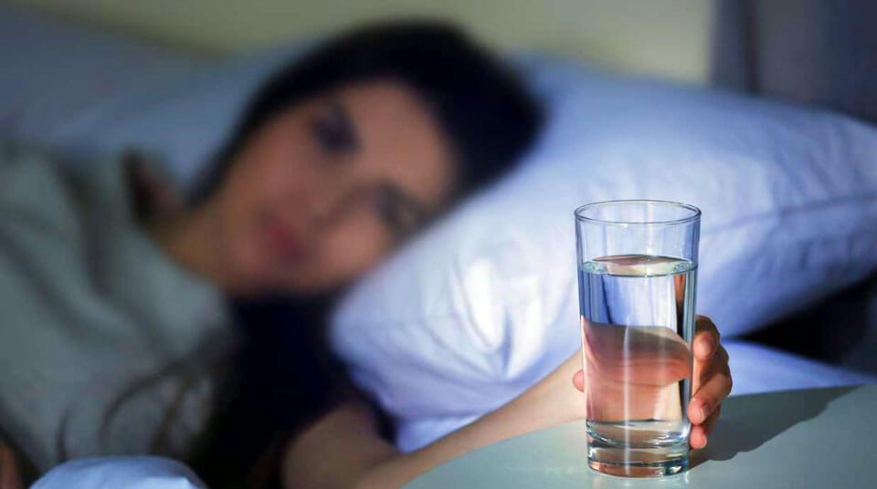 Почему у женщин отекает лицо по утрам