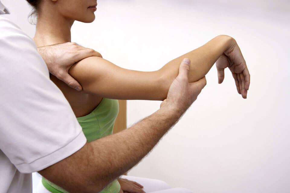 Почему болит рука от плеча до локтя